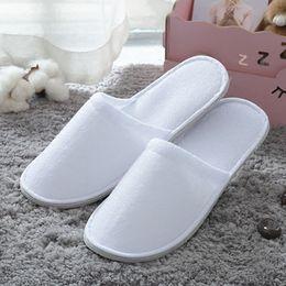 Großhandel Hotel bietet komfortable Innen Thick Einweg-Hausschuhe Anti-Rutsch-Home Guest Schuhe atmungsaktive Soft Einweg-Pantoffeln DH0608