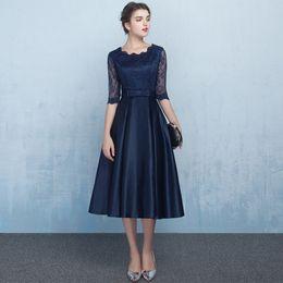 7bfa0bb5d Encaje satinado vestidos de dama de honor cortos con medias mangas 2019  hasta la rodilla vestido de fiesta azul marino negro Champagne