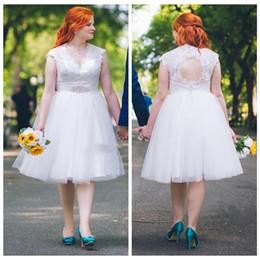 Size Chart Robe NZ - Plus Size Wedding Dresses V Neck Sleeveless Vestidos De Novia Knee Length Open Back Lace Country Short Beach Bridal Gowns robe de mariée