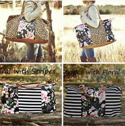 $enCountryForm.capitalKeyWord Australia - 22 Inch Trendy Handbag Totes Women's Floral Striped Patchwork Duffle Sports Travel Storage Bags Luggages Flowers Weekenders Totes Hot A52902