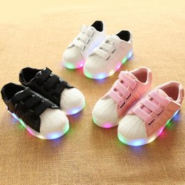 $enCountryForm.capitalKeyWord NZ - NEW Fashion Childrens Luminous Shoes Stars Print Girls Flat Shoes Luminous Non-slip Wear-resistant Childrens Shoes Best quality C-01