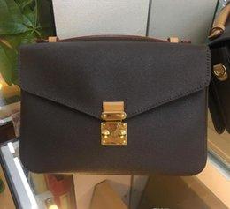 Hot Sell New Fashion Women Handbags Crossbody Messenger Bag Embossing Letter Bag High Quality Classic Women Vintage Strap Shoulder Handbag