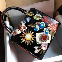 $enCountryForm.capitalKeyWord Australia - 2019 the latest ladies' handbags are skew across fashion prints, imported cowhide, brass, hardware, and platinum bags.