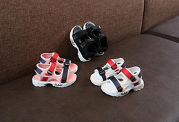Ingrosso Fashion Designer Scarpe per bambini Toddler Sandali estivi Sneakers per bambini Morbide e traspiranti Comode Baby Boys Girls Kid Beach Shoes