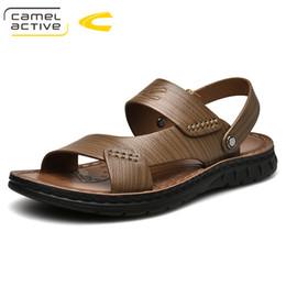 f6047ae08 Camelo Ativo 2019 Nova Marca de Moda Homens Sandálias de Praia, de Alta  Qualidade de Verão Genuínos Sapatos de Couro Dos Homens Sapatos Rasos  Casuais 19357