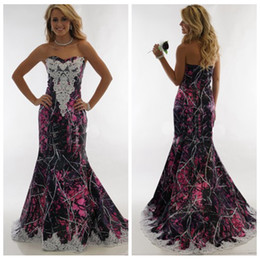 94d024dcaf624 2019 New Sweetheart Lace Appliques Camo Wedding Dresses Slim Formal Bridal  Gowns Long Muddy Girl Camouflage Vestidos De Mariee Camouflage