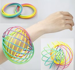 Kids Rings Children Australia - Kids Xmax gifts Toroflux Flow ring Toy Holographic by While Moving Creates a Ring Flow Rainbow Toys Flow rings for children LC711-1