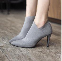 Venta al por mayor de Zapatos de vestir de la venta caliente del dedo del pie puntiagudo tacones altos mujeres otoño e invierno casual ajustado mujer solo moda outwear 6960