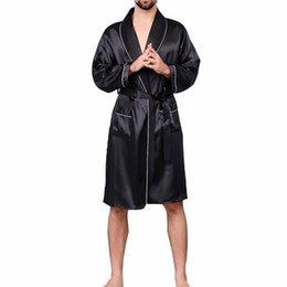 bbdcffa43e 2019 neue Männer Schwarz Lounge Nachtwäsche Faux Silk Nachtwäsche für  Männer Komfort seidige Bademäntel Edle Morgenmantel Männer Schlaf Bademäntel