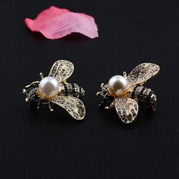 $enCountryForm.capitalKeyWord NZ - Bee Pins Brooch For Women Man Accessories Pearls Rhinestone Honeybee Gifts For Cute Baby Lovely Scarf Pin Vintage Jewelry Lapel Pin