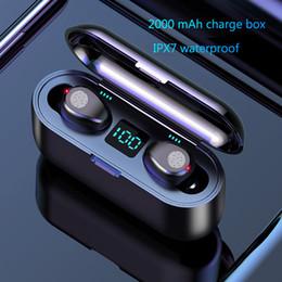 Venta al por mayor de Auriculares inalámbricos Bluetooth V5.0 F9 TWS Auriculares inalámbricos Bluetooth Pantalla LED con 2000mAh Power Bank Auriculares con micrófono