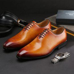 Vente en gros Italienne Designer Cuir De Vache En Cuir Formelle Chaussures Derby À Lacets Bout Pointu Bureau De Travail Bureau Chaussures Homme Confortable 2 Couleurs