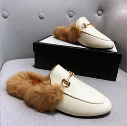 Mulheres mocassins de couro genuíno chinelo Luxo Fur com as mulheres fivela Princetown Casual Fur mulas Flats Chinelos sapatos tamanho 35-41 em Promoiio