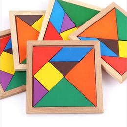 Venta al por mayor de Tangram madera 7 piezas del rompecabezas cuadrado colorido juego IQ Rompecabezas inteligentes juguetes educativos para niños