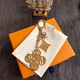 Wholesale Fashion Letter Design Metal Keychains Unisex France Brand Keyrings Flower Charms Key Pendant Luxury Men Women Keychain Lover Gifts with Box