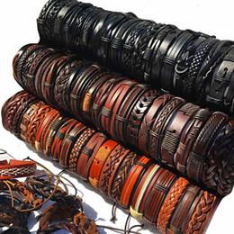 Venta al por mayor de Mezcla hecha a mano Estilos Pulseras de cuero trenzadas para hombres Pulseras con brazalete Envoltura de regalos de fiesta (Café negro pardo Enviar al azar)