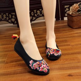 Shoes Peacock Australia - Woman Flat Shoes Sequined Peacock Embroidery Shoes New Women Chinese Old Peking Casual Cloth Dancing Plus Size
