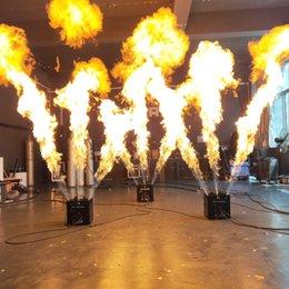 Großhandel Bühnen-Dreifach-Wege-Flammenprojektor DMX-Feuermaschine im Freien DJ-Flammenmaschine 5 DMX-Kanäle Hohe Qualitätsventil LCD-Anzeige