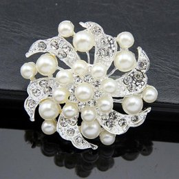 $enCountryForm.capitalKeyWord Australia - Elegant Bridal Jewelry Pearl Silver Tone Flower Brooch Pins Rhinestone Crystal Women Party Decor Costume Corsage