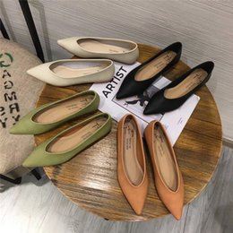 $enCountryForm.capitalKeyWord Australia - Hot Sale-2019 Shallow Autumn Early Mouth Sharp Soft Comfortable Low With Flat Shoes Single Work Shoe