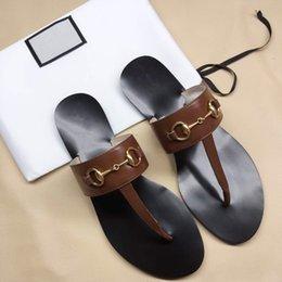 $enCountryForm.capitalKeyWord Australia - Toe slippers Designer gBrand Luxury Leather flip flops fashion beach sandals Metal chains Flat Heel Casual Women Designer Sandals