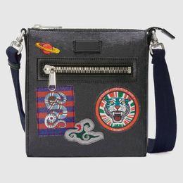 Toptan satış 2019 Yeni adam çanta çapraz vücut çanta moda tasarımcısı crossbody çanta erkekler erkek tasarımcı çanta Boyutu 21x23 * 4 cm modeli 547751