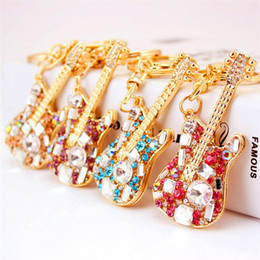 Keychain bucKle gold online shopping - Creative Guitar Ornaments Key Buckle Ladies Fashion Metal Pendant Keys Ring Rhinestone Exquisite Keychain Small Gift Portable lp I1