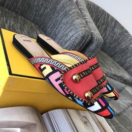 Mulheres Chinelos de Salto Baixo Marca de Moda Sapatos de Mula Dedo Apontado Gatinho Calcanhar Slides Patchwork Sandália Senhoras de Couro material venda por atacado