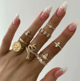 middle finger charms NZ - Punk Retro Vintage Rhinestones Opal Flower Snake Coin Imperial Crown Charm Party Fingers Joint Rings For Women Fashion 9 Pieces Jewelry Sets