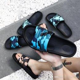 Diseñador de primera calidad Caucho sandalia de deslizamiento Floral hombre zapatilla Pantalón de deporte Chancletas ligeras rayas Zapatillas de playa camuflaje Chanclas