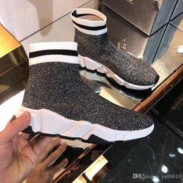 Venta al por mayor de Nuevo diseñador de moda casual hombre zapatos mujer zapatilla de deporte al aire libre marca fondo azul colores mezclados carrera corredor zapatos fz18072609