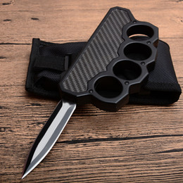 Discount black dusters - High Quality Black Knuckle Duster Auto Tactical knife D2 Double Edge Satin Blade Steel + Carbon Fiber Handle Outdoor EDC