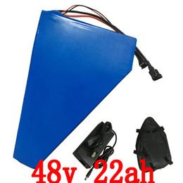 Großhandel 48V 1000W Dreieckbatterie 48V 22AH elektrische Fahrradbatterie 48v 22ah Lithiumbatterie mit 54,6 V 2A Ladegerät + Tasche Duty-free