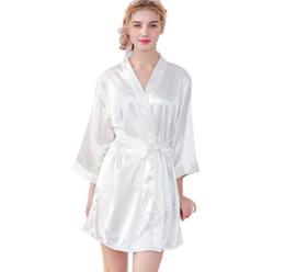 6ab1b116e9 2019 Nueva Nordic para mujer camisones de satén de seda Embroidey novia  Bridemaid batas Womens albornoz Kimono más tamaño