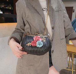 Lovely Chains Australia - Factory wholesale brand women handbag summer new braided beach bag sweet and lovely 3D flowers Handbag fashion woven Chain bag