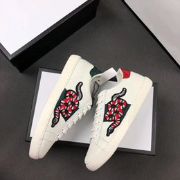 Chinese  2019 New Designer shoes 100% Ace leather sneaker men women Classic trainers python tiger bee Flower Embroidered Cock Love sneakers SZ 5-11 manufacturers