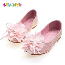 pearl flower girl shoes UK - Summer New Lace Kids for Pearl Flowers Princess Soft Bottom Leather Children Casual Girls Dance Shoes T200507