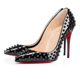 c1912323e HOT CL 2019 Designer de Moda de Luxo Red Bottoms Bottoms De Salto Alto  Calcanhar Preto Bombas de Casamento de Prata Vestido de Marca Mulheres  Sapatos Das ...