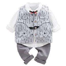 6d82cb2e5 3 UNIDS WLG niños ropa de primavera conjunto niños moda chaleco a rayas  camisa blanca y pantalón conjunto bebé ropa a juego niños 9-36 meses