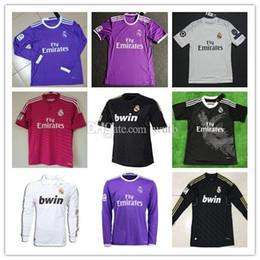 Retro 2011 2012 Real Madrid 14 15 16 Camiseta de fútbol local de fútbol  KAKA RONALDO ZIDANE Beckham 2005 06 RAUL Robinho Camiseta de manga larga 7699786c81534