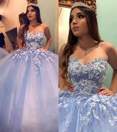 Discount silver sweet 16 court dresses Gorgeous Sweetheart Neck Sweet 16 Ball Gown Quinceanera Dresses Appliques Lace Hand Made Flowers Beaded Arabic Prom Party Gowns