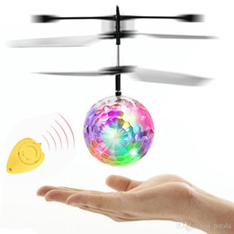 RC Flying Ball LED Helicóptero intermitente Control remoto Aviones Infrarrojo Inducción Mini Drone con luces de colores luces de avión de juguete RC on Sale