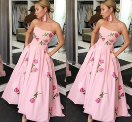 $enCountryForm.capitalKeyWord Australia - Colorful Prom Dresses 2019 Strapless Flowers Print A Line Pockets Sweep Train Formal Party Evening Gown Sexy Special Occasion Dress Vestidos