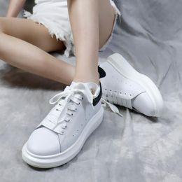 $enCountryForm.capitalKeyWord Australia - New Season Designer Shoe Fashion Luxury Womens Shoe Men Leather Lace Up Platform Oversized Sole Sneakers White Black Casual Shoe