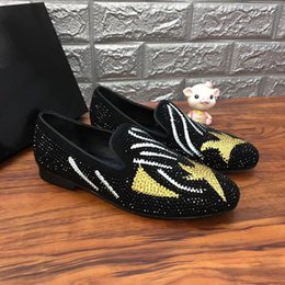 drill pedal Australia - 2019 spring and summer new ugly face rhinestones Lok Fu shoes leather scrub hot drilling Facebook set foot low shoes a pedal men's shoes m1