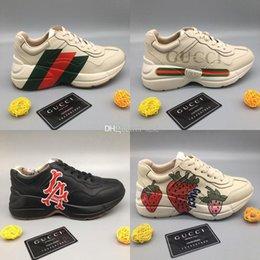 Mais recente Rhyton mens couro da sapatilha designers de sapatos com morango onda boca Tiger Web impressão Luxo instrutor Vintage mulheres Designers Shoes em Promoiio