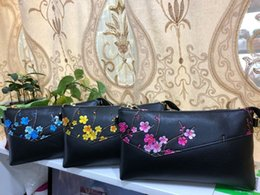hand made bags style Australia - Hand-made flower clutch bag with high quality top layer oxskin bag one shoulder messenger bag retro ethnic style
