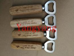 Ingrosso 50pcs personalizzato apribottiglie birra di legno / personalizzato inciso e monogrammato / matrimonio Groomsmen regalo 20180920 #