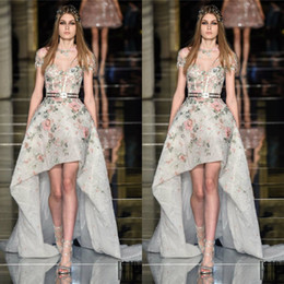 zuhair murad flower dress Canada - Zuhair Murad High Low Prom Dresses With Short Sleeves Sheer Jewel Neck A-Line Lace Formal Gowns Flowers Appliqued Party Dress For Women