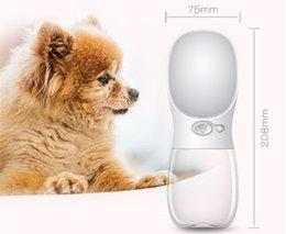 Опт Бутылка с водой для собаки Pet Бутылка с водой без разлива Питьевая чаша с водой Антибактериальная кошка Travel для прогулок на улице с домашними животными